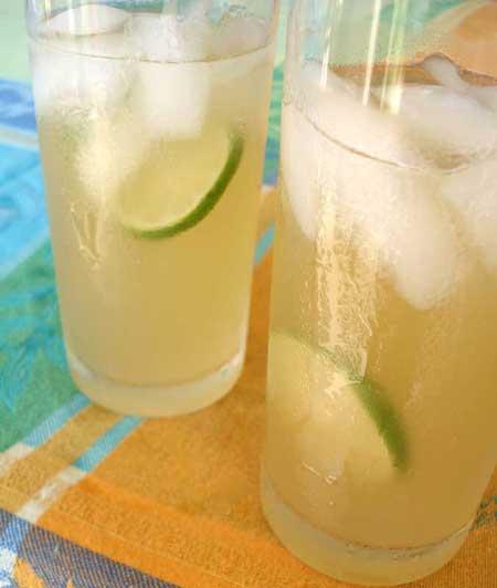 Agua de coco con jengibre y limón
