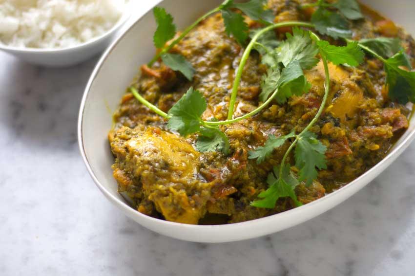 Curry con pollo y hierbas aromáticas