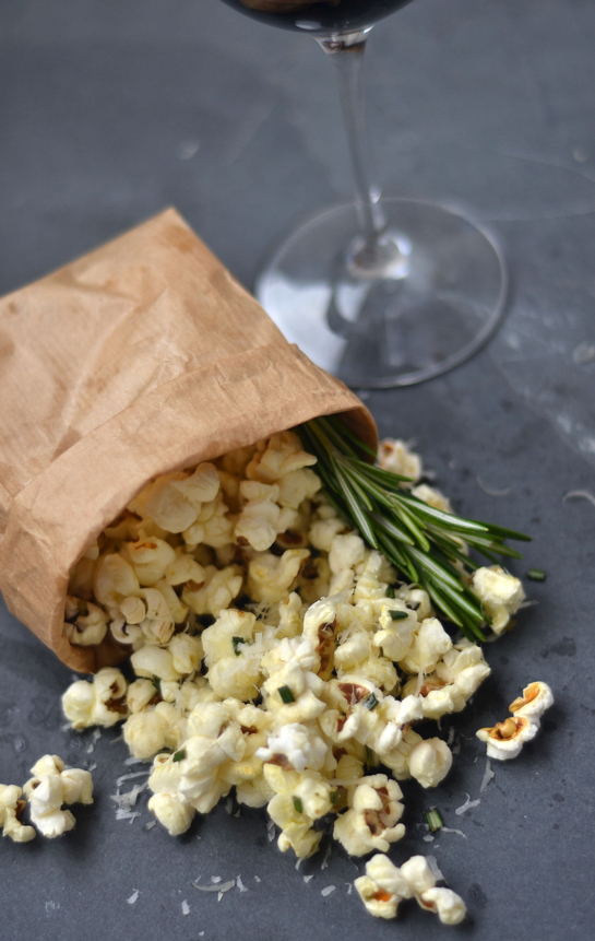Crispetas con romero y parmesano