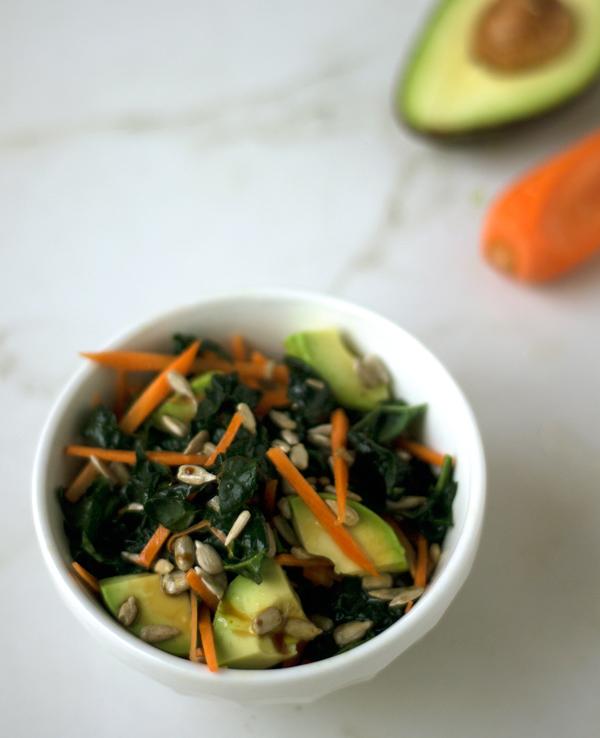 Ensalada de kale con vinagreta oriental de naranja