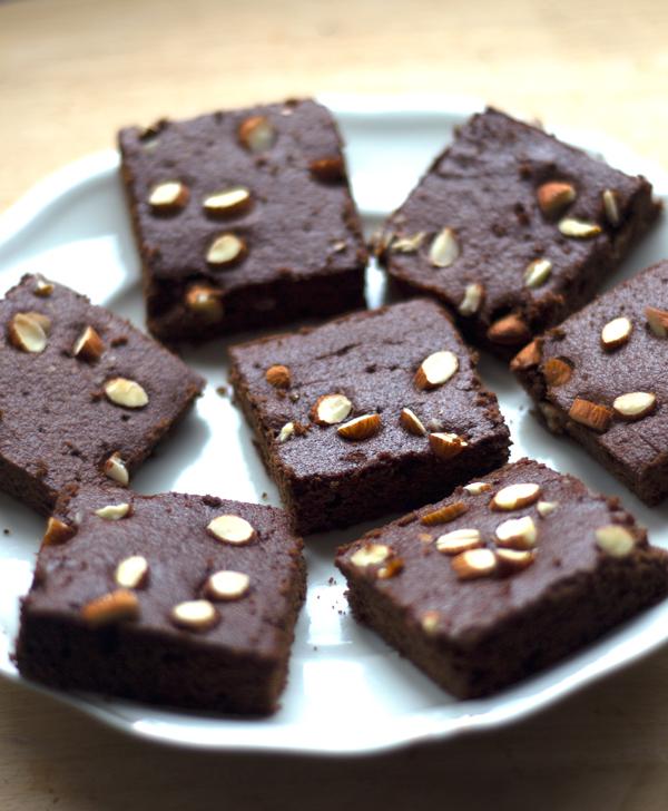 Brownies de almendra (hechos con la pulpa restante de la leche de almendras)
